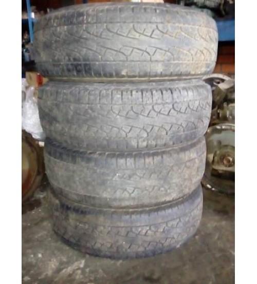 04 Pneus Pirelli Scorpion P 225 /65 R17 (meia Vida)