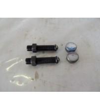 2 Parafusos Regulagem + 2 Chapéu Válvula Iveco Eurotech 370